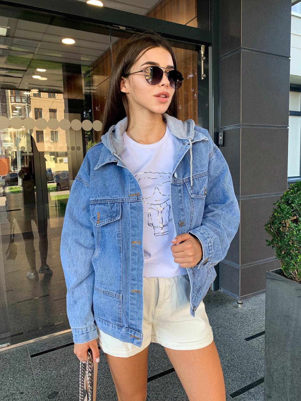 Женская джинсовая куртка оверсайз с капюшоном тканевым 7901306