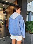 Женская джинсовая куртка оверсайз с капюшоном тканевым 7901306, фото 2