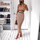 Юбочный женский костюм с юбкой - карандаш миди и топом 4110947, фото 2
