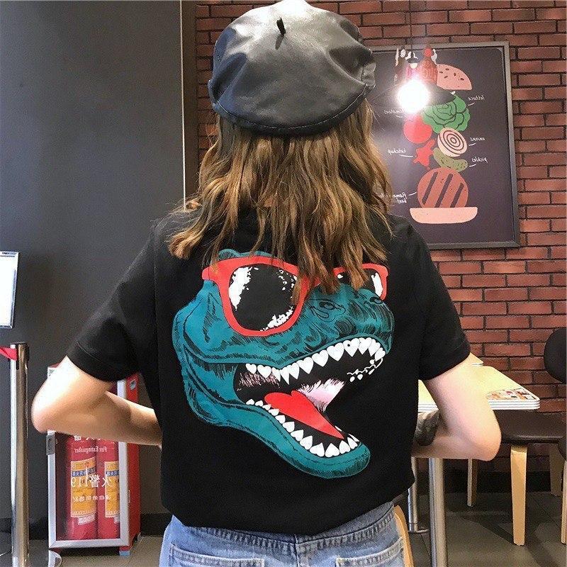 Хлопковая женская футболка с рисунком на спине 6817351