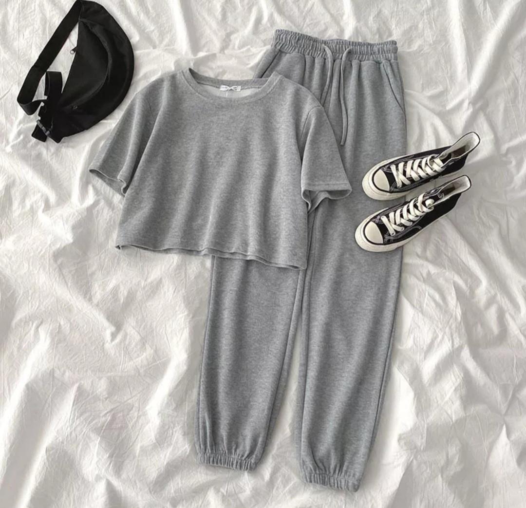 Женский летний костюм с брюками на манжетах и короткой футболкой 79ks962