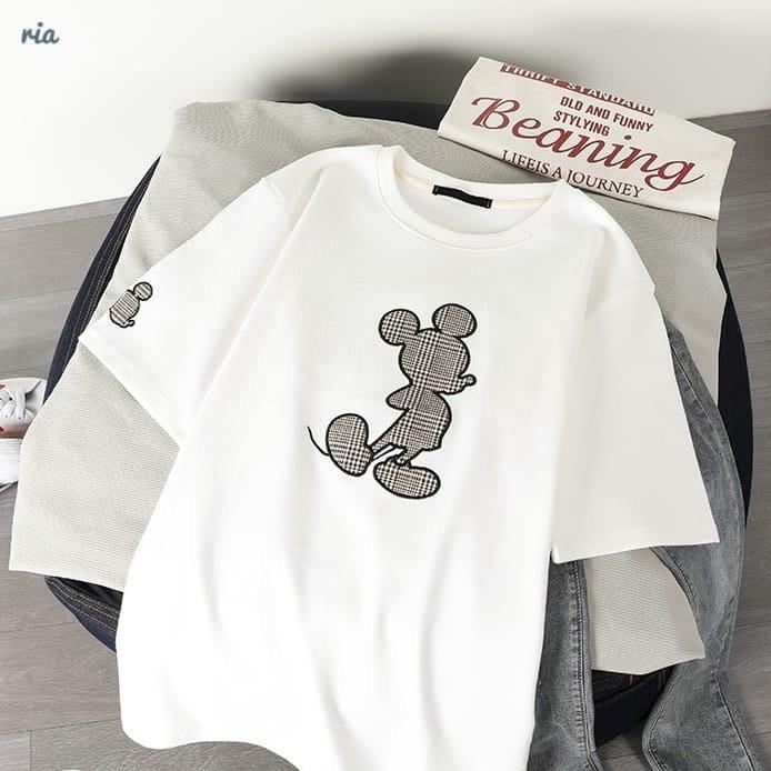 Трикотажная свободная женская футболка с рисунком - нашивкой 77ma342