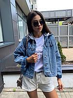 Короткая свободная джинсовая куртка с пуговицами на спине и капюшоном 79mku308, фото 1