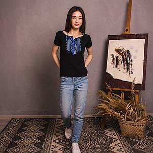Черная футболка вышиванка Орнамент голубой узкий