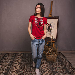 Красная вышитая футболка Лилия