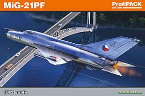 МиГ-21ПФ. Сборная модель советского самолета в масштабе 1/72. EDUARD 70143