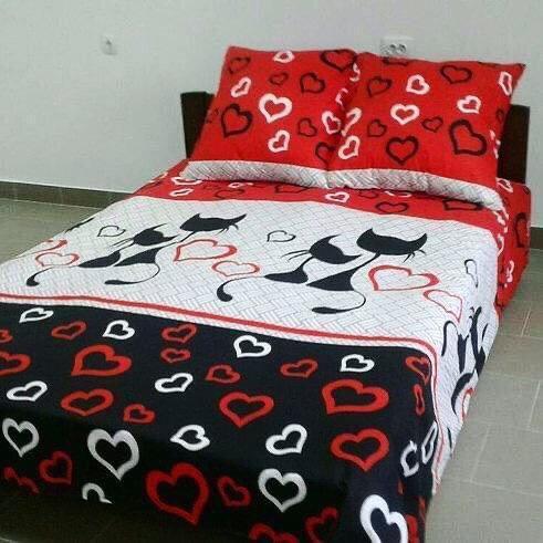 Комплект постельного белья  Бязь GOLD 100% хлопок Кошечки  сердечки Черно - красного цвета