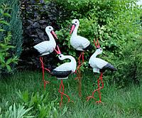 Семья из четырех аистов для сада, аисты с аистенками - садовый декор из керамики на металлических лапках ББУК