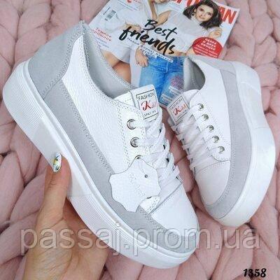 В наличии кроссовки, туфли, мокасины из натуральной кожи белого цвета с серой полоской