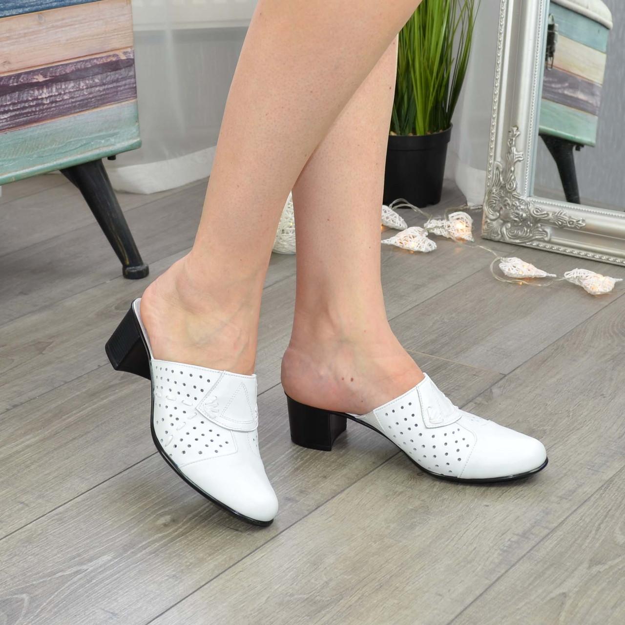 Сабо женские кожаные белого цвета на не высоком каблуке.