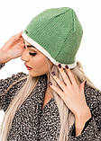 Салатовая вязаная шапочка со светлым краем и надписью, фото 2