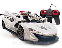 Детская радиоуправляемая полицейская машинка на пульте: открываются двери и багажник, длина 20 см (белая)