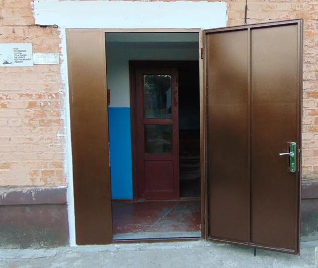 Двері вхідні в під'їзд