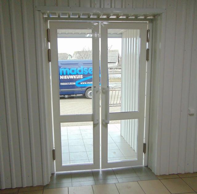 Маятникові двері вхідні