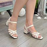 Босоножки женские кожаные на невысоком каблуке, цвет бежевый, фото 2