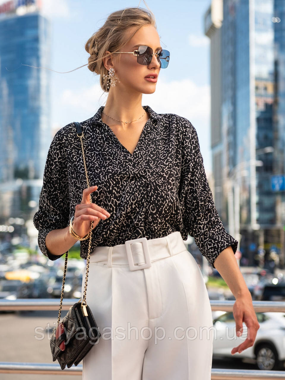 Черная блузка прямого кроя с рукавом три четверти