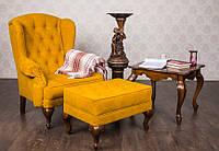 Классическое кресло Терри для кабинета с пуфиком и журнальным столом из массива дерева.