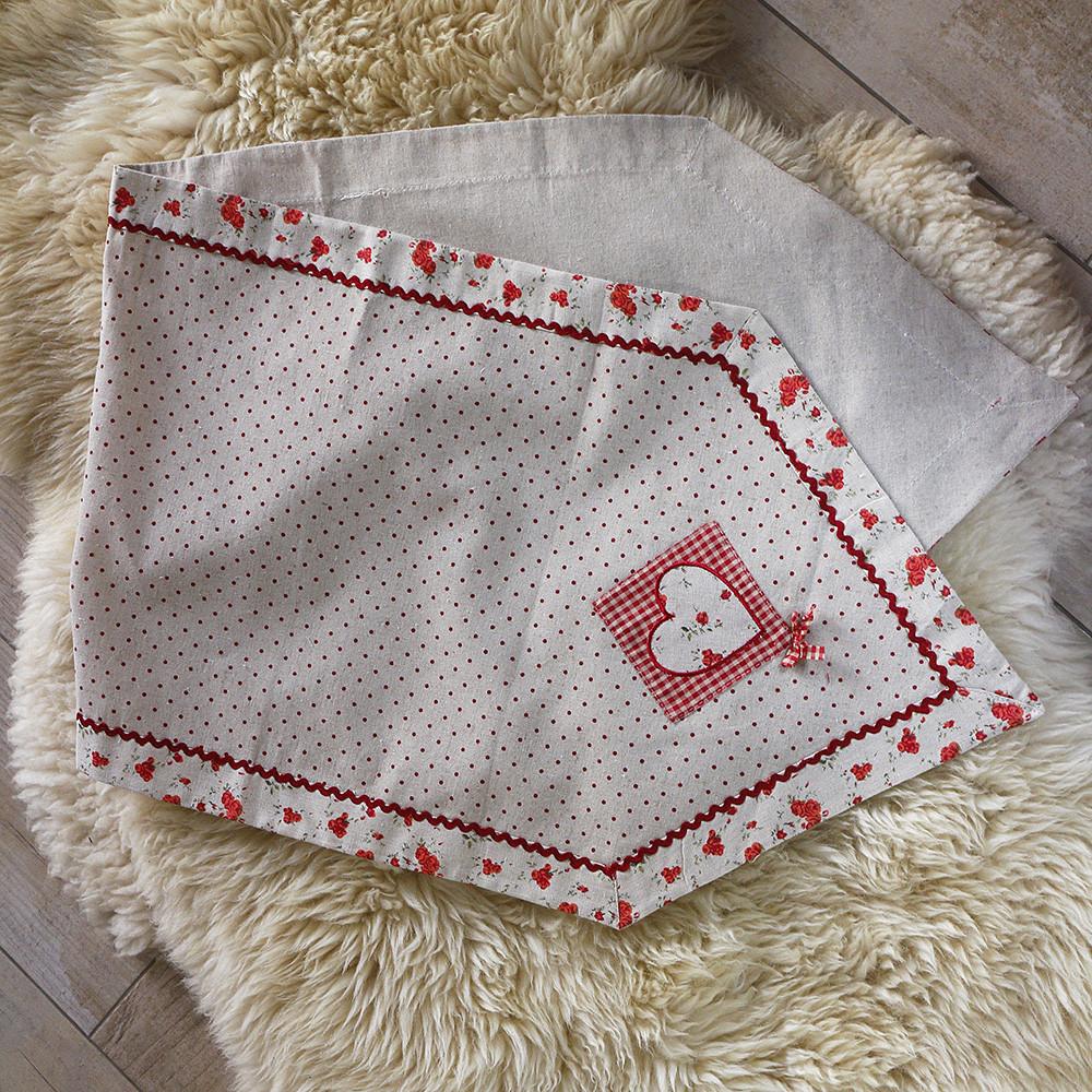Салфетка большая красная с сердечками 204205