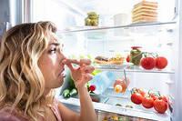 Чим і як прибрати запах в холодильнику