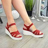 Босоножки женские замшевые на устойчивой платформе, цвет красный, фото 5