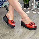 Шльопанці жіночі на стійкій платформі, колір червоний, фото 3