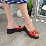 Шльопанці жіночі на стійкій платформі, колір червоний, фото 4