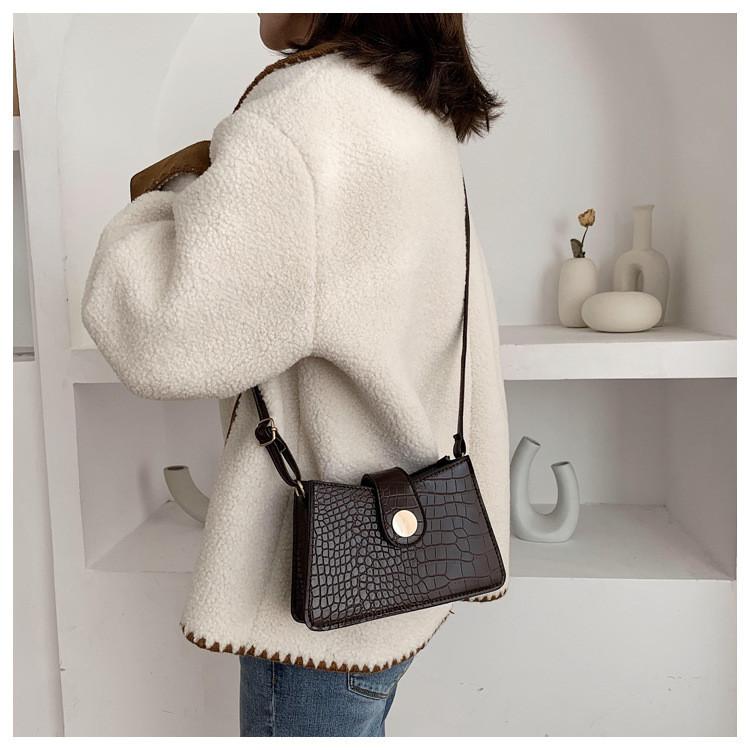 Маленькая женская сумочка  через плечо, коричневая