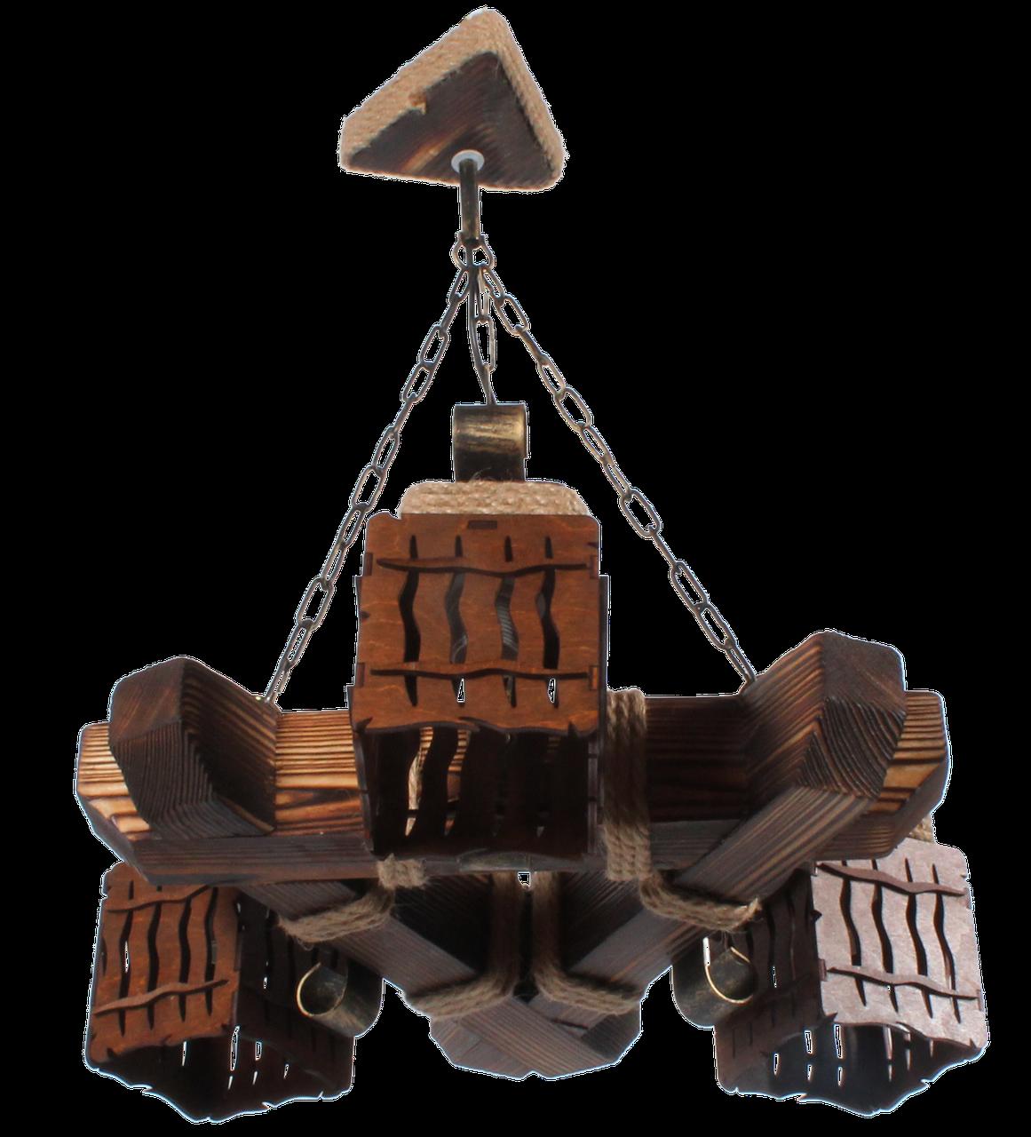 Люстра треугольная из дерева на цепи на три плафона