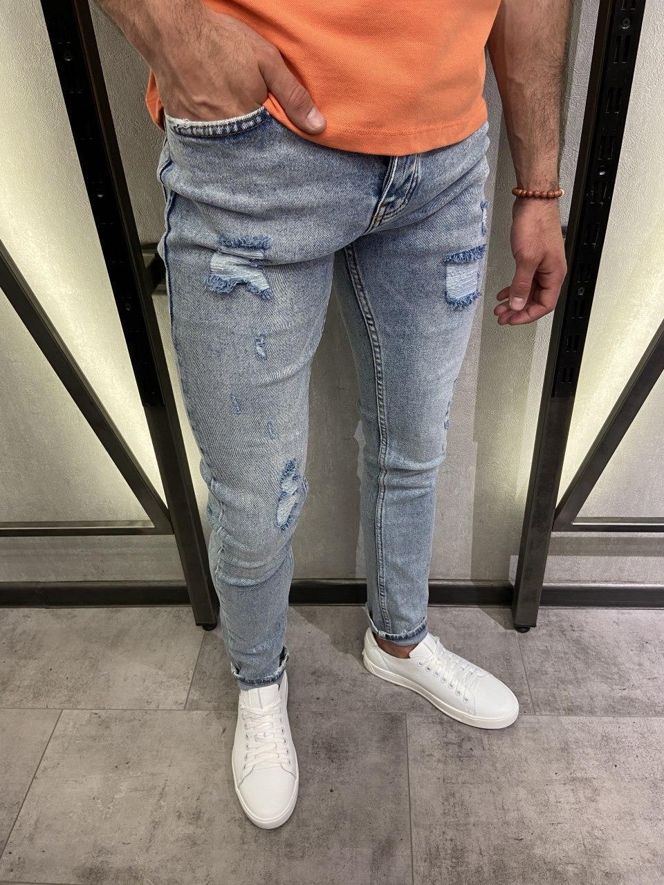 Чоловічі джинси завужені сірого кольору з латками
