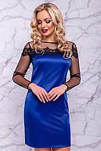 Синее платье мини выше колена из атласа обтягивающее с кружевом и сеткой. Электрик, нарядное