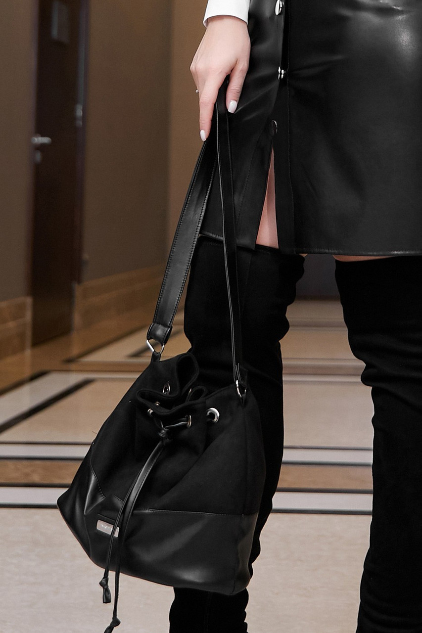 Женская сумка на затяжках из эко кожи и эко замши. Черный