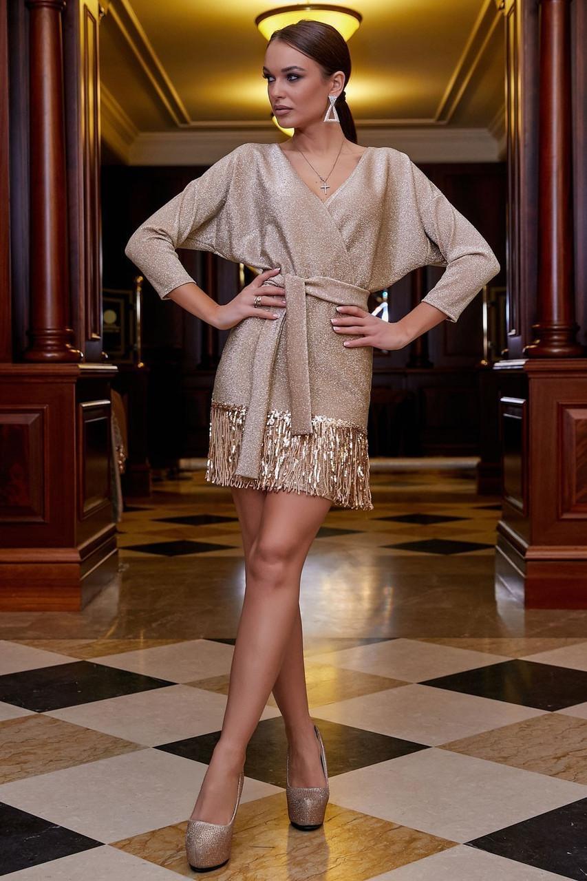 Бежевое трикотажное платье с люрексом выше колена мини, короткое. Нарядное. Летучая мышь. Золотое