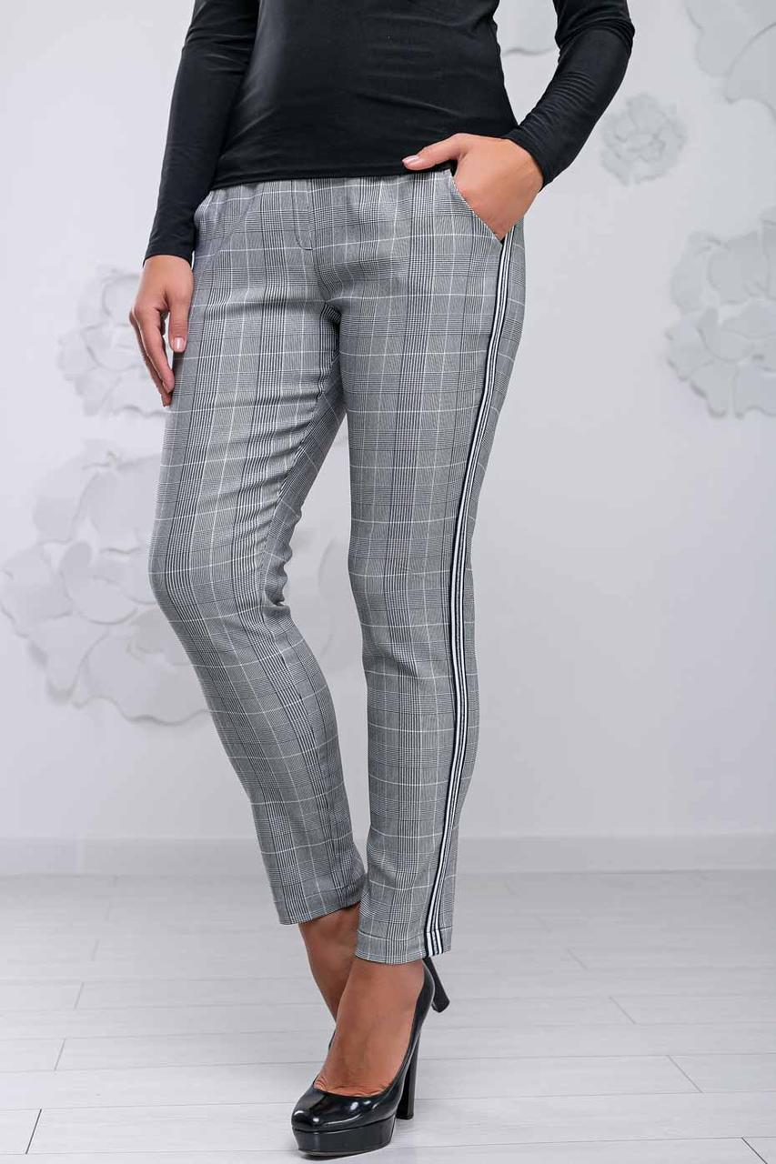 Женские короткие брюки, обтягивающие, с карманами и лампасами. Клетчатые.