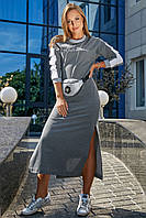 Спортивне довге плаття з довгими рукавами та розрізами вище коліна, з люрексом. Сіре