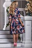 Летнее синее платье миди ниже колена с красными цветами. Платье с цветочным принтом, фото 2