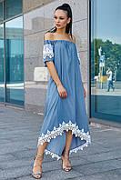 Летнее коттоновое платье с открытыми плечами и белым кружевом. Голубое