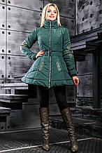Женская зимняя теплая куртка с узором-вышивкой. Куртка-платье, с юбочкой. Изумрудная