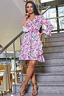 Летнее хлопковое платье мини выше колена с оборками с цветочным принтом, на запах. Белое, розовое