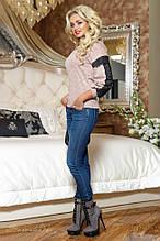Женский свитшот с круглой низкой горловиной и черным кружевом. Трикотажная кофточка. Бежево-розовая