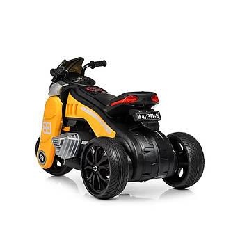 Детский электрический мотоцикл на аккумуляторе желтый на 3-х колесах с выходами под карту памяти и USB