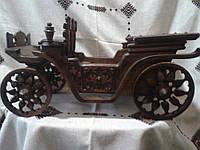 Модель карети зробленої з дерева