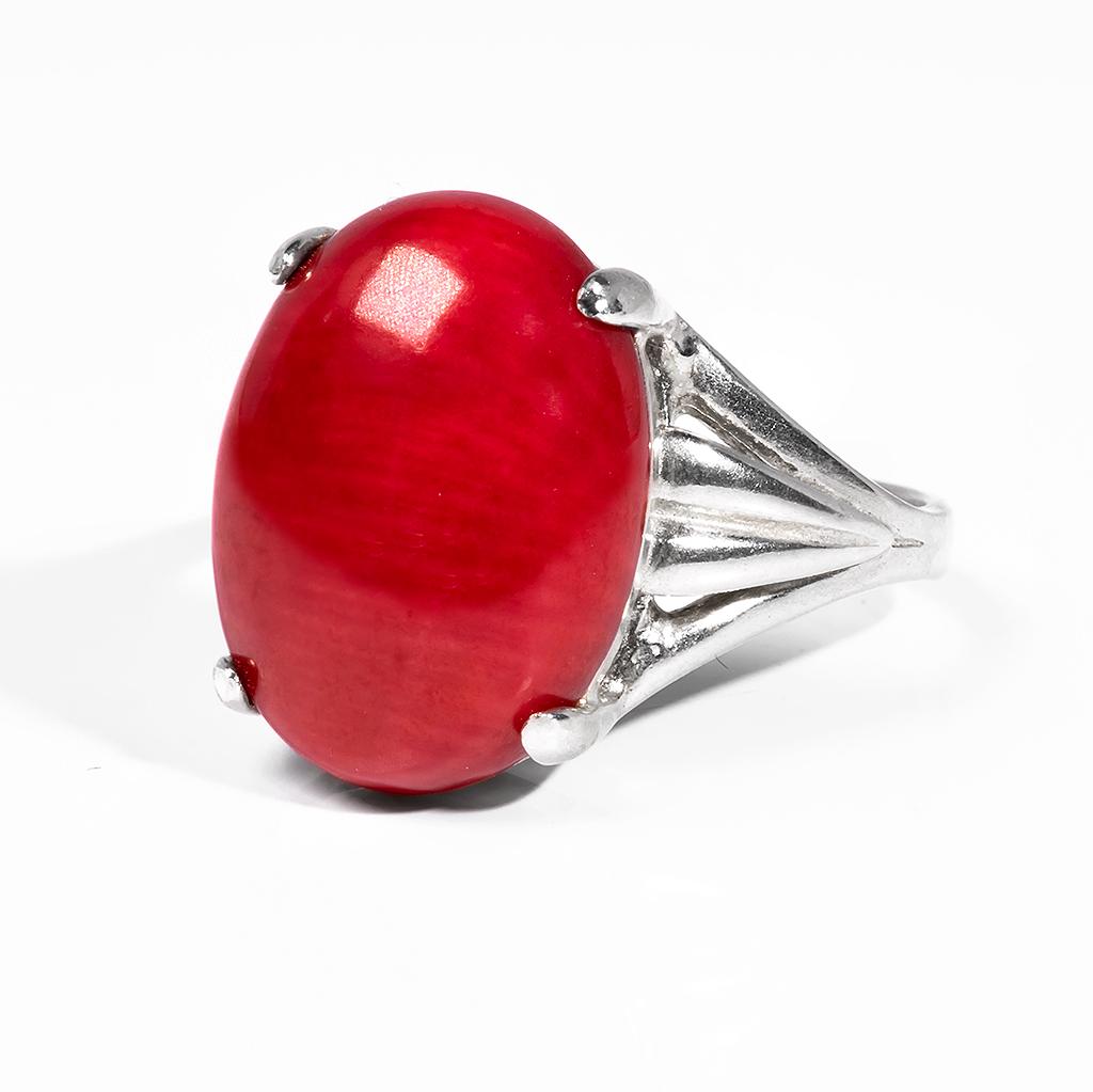 Кольцо из серебра с красным кораллом, 16*12 мм., 18 размер, 1068КЦК