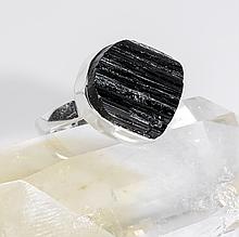 Серебряное кольцо с шерлом черным турмалином, 1362КШ