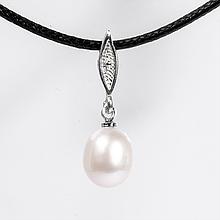 Серебряный кулон с белым жемчугом, Ø9*10 мм., 1067КЛЖ
