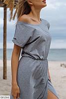 Женское длинное платье-футболка и вырезом на ноге и резинкой на талии