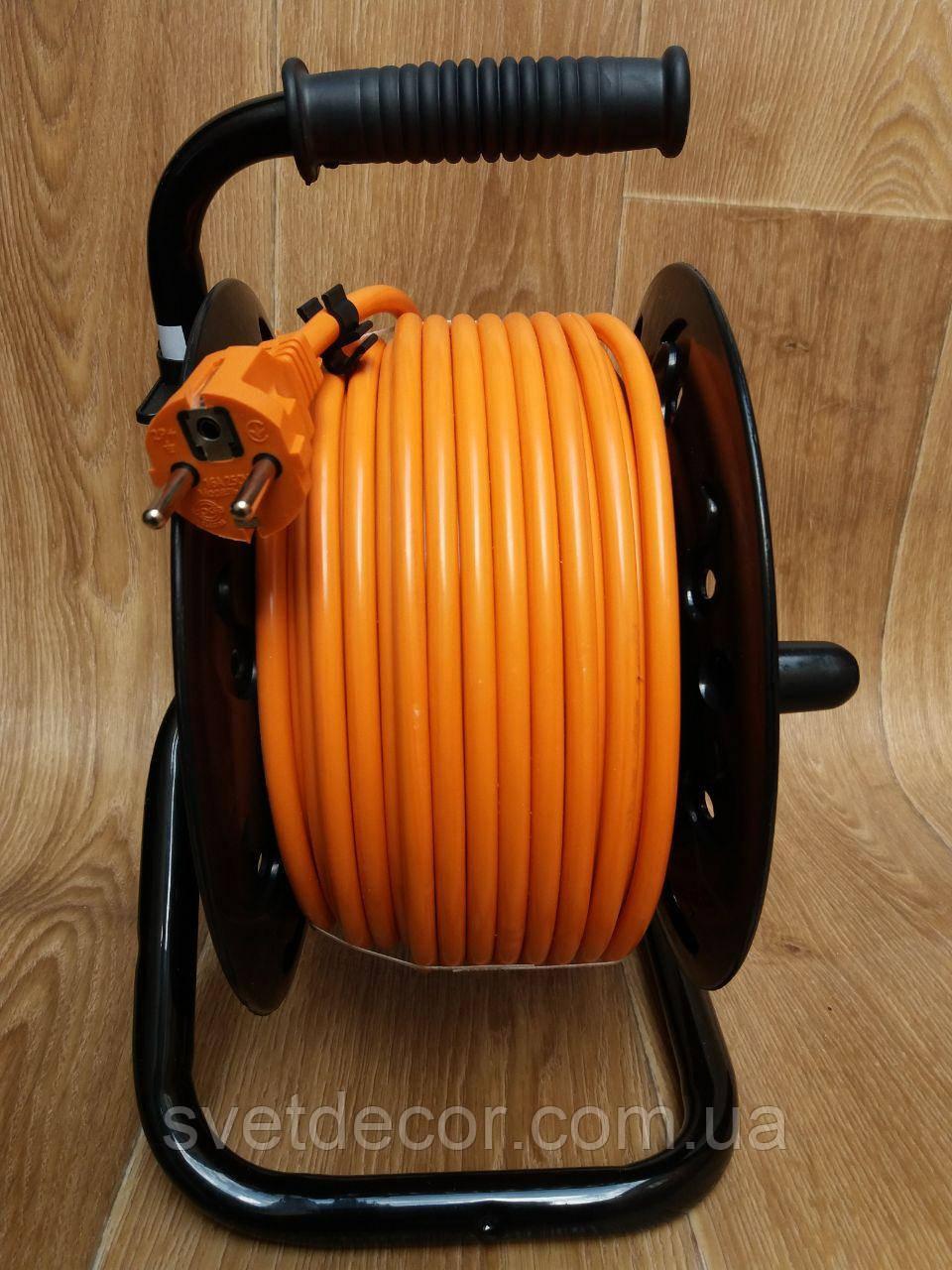Удлинитель на катушке Svittex 25м с сечением провода 3х2,5 мм², заземлением и термозащитой
