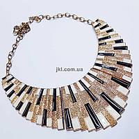 Колье из металла и цепи, длина изделия ~ 39 см, золото с черным и белым