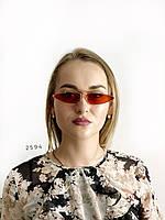 Красные стильные очки в золотой оправе