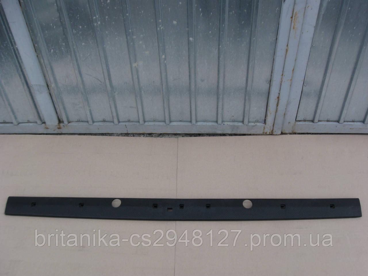 Порог нижняя планка задней двери Мерседес Спринтер бу Sprinter