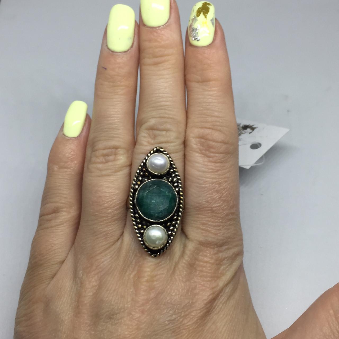 Изумруд жемчуг кольцо с камнями изумруд и жемчуг в серебре. Размер 17